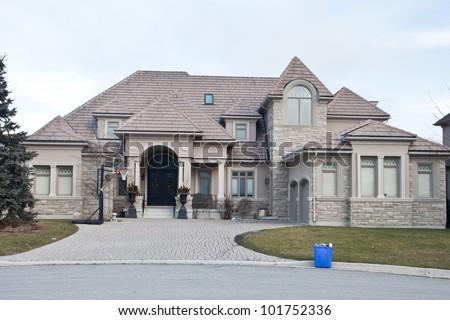 Single family home in suburban area