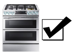 Single Gas Range Cooker Isolated. Domestic Major Appliances. Steam Fuel Range with Large-Capacity Convection Oven Warming Drawer and Five Burner Cooktop Gas Hob. Stainless Steel Modern Kitchen Stove