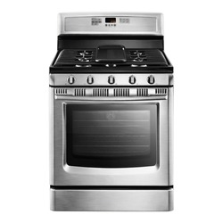 Single Gas Range Cooker Isolated. Stainless Steel Kitchen Stove Front View. Modern Domestic Major Appliances. Steam Fuel Range with Convection Oven & Warming Drawer and Four Burner Cooktop Gas Hob