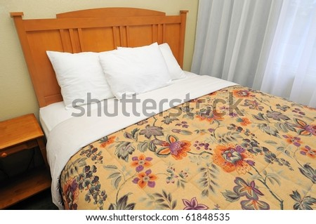 Single Western Style Bed With Curtains Suitable For
