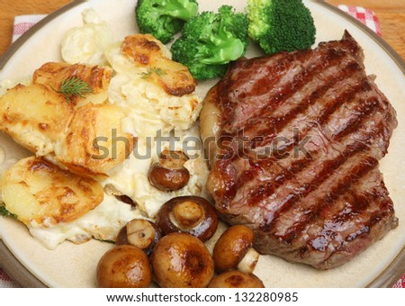 Sirloin steak with dauphinois potatoes, broccoli and mushrooms.