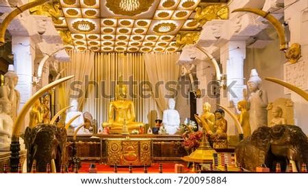 Sitting Buddha statue in Temple of the Tooth. Kandy, Sri Lanka Zdjęcia stock ©