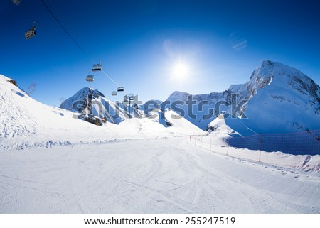 Ski piste panorama with ropeway chair lift  Foto stock ©