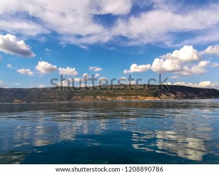 Sky reflected in the ocean water.  Imagine de stoc ©