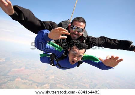 Skydiving tandem friends