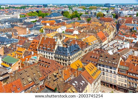 Skyline aerial view of Strasbourg old town, Grand Est region, France. Strasbourg Cathedral. View to corner of Rue des Juifs and Rue des Dome streets Photo stock ©