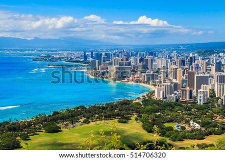 Skyline of Honolulu, Hawaii and the surrounding area including the hotels and buildings on Waikiki Beach Zdjęcia stock ©