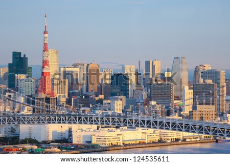 Skyline of Tokyo as seen from Odaiba at sunrise, with the Rainbow Bridge and Tokyo Tower