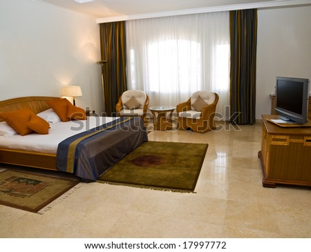 Sleeping room with kin-gsize bed and TV-set