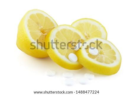 Slice cut lemon and acid citric pills, vitamin C, antioxidans, homeopathic medicine concept Stock fotó ©