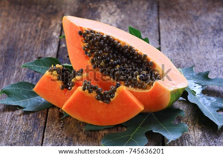 sliced papaya on wooden Stockfoto ©