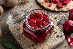 Sliced red beets in a jar - preparation of fermented kvass
