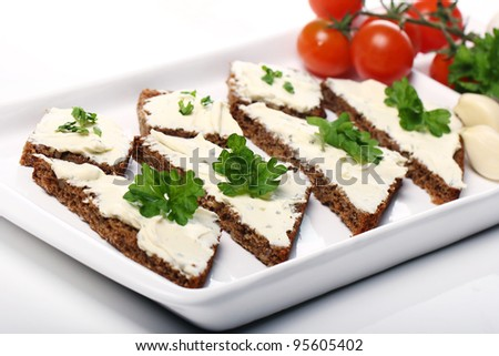 Slices of bread with cream cheese and fresh vegetables