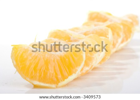 slices of mandarin fruit on a row