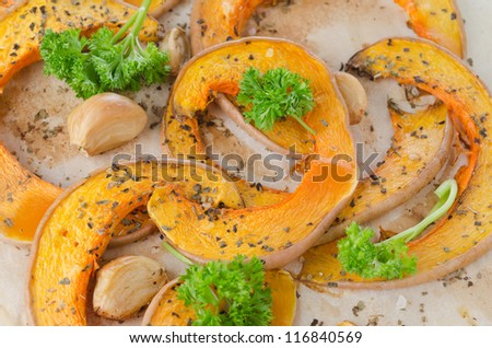 Slices of pumpkin baked with garlic