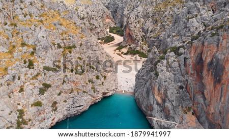 Small beach of Mediterranean sea, between cliffs, Sa Calobra, Torrent De Pareis beach,Serra De Tramuntana, Mallorca, Spain. High quality photo Foto stock ©