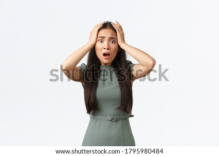 Small business owners, women entrepreneurs concept. Shocked asian woman in panic, grab head and looking startled with concerned alarmed face, being robbed, standing white background Zdjęcia stock ©