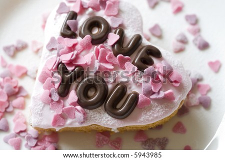 Small cake made with chocolate letters saying Love You