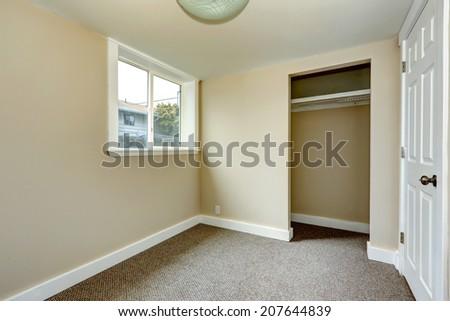 Small Empty Room With Window And Carpet Floor Room Has Closet Ez