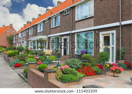 Small garden in front of the dutch house netherlands for Petit jardin devant maison