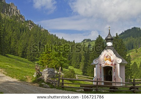 Small idyllic mountain chapel on the way to P�¼rschling hut in the Ammergau Alps