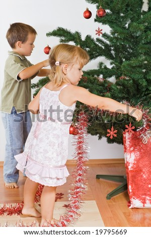 Go Back > Gallery For > Kids Decorating Christmas Tree