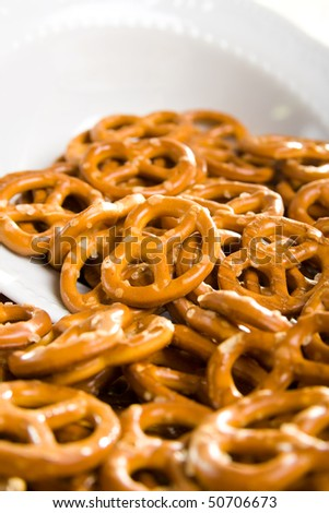 Small salt pretzels as a snack on the table.
