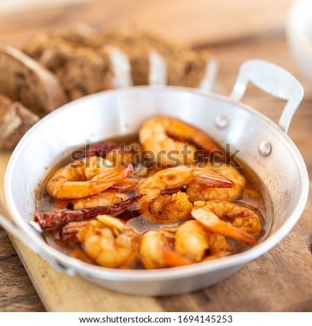 Small Tapas of Spanish Garlic Shrimp or Gambas al Ajillo in Spanish language. Foto d'archivio ©