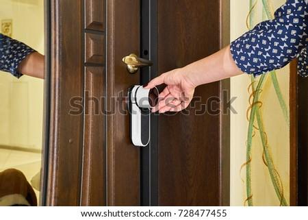 smart entrance door