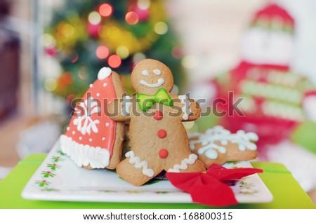 Smiling gingerbread man for Santa