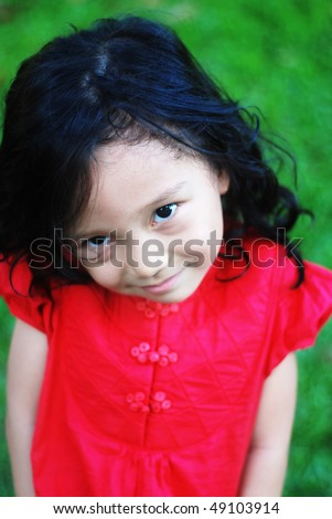 smiling kid with red shirt