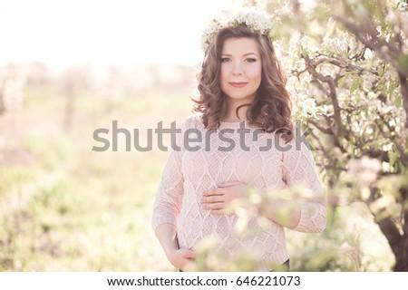 smiling pregnant girl 25 29...