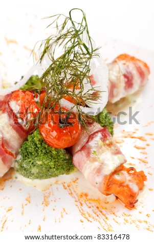 Smoked salmon rolls with bacon