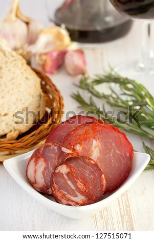 smoked sausages in bowl with bread