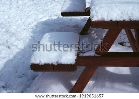 Snow covered piknik table. Snowy day.                               Stok fotoğraf ©