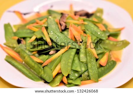 Snow peas with carrots dish