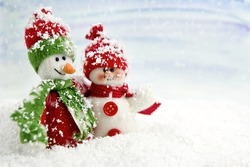 SNOWMEN SERIES - two smiling snowmen friends in the snow, no name toy