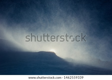 Snowstorm in the mountains at winter time in Caucasus region, Elbrus mountain, Russia.  Foto stock ©