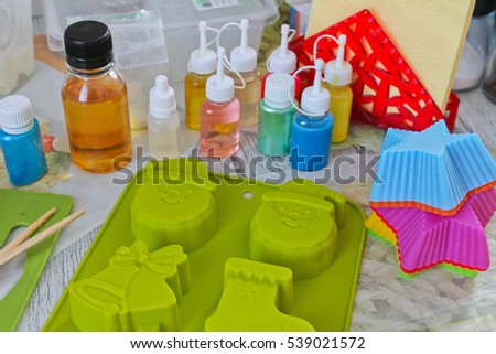 soap making, the process of making soap, texture