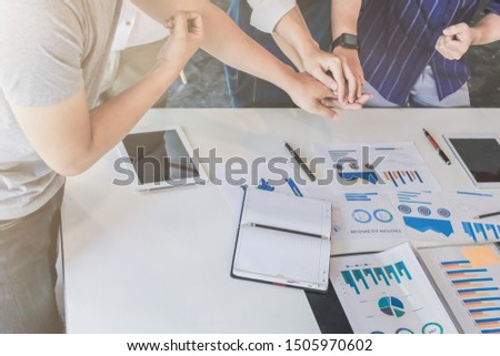 Soft Light and Smooth Focus, A group of young businessmen are meeting to start up business based on new ideas in the meeting room, with consultants advising about successful start up businesses. #1505970602