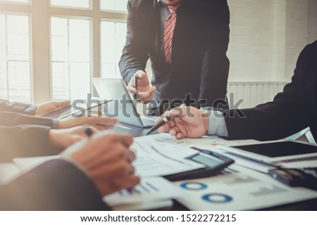 Soft Light ,The business group is advising and advising on investment and business expansion after meeting the results of the previous year which is satisfactory and wanting to invest more in business #1522272215