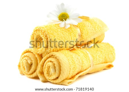 Soft yellow cotton towels with daisy
