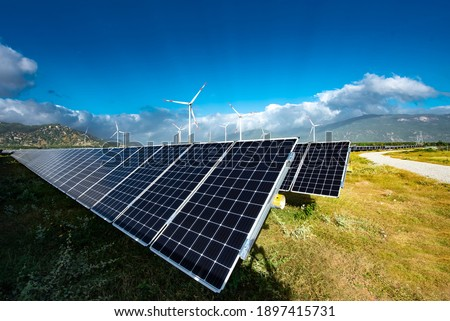 Solar panels farm under the sky. Blue solar panels. Background of photovoltaic modules for renewable energy clean energy green energy to prevent climate change and global warming Stockfoto ©