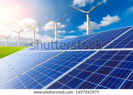 Solar panels with wind turbines in the setting sun,green energy. Foto stock ©