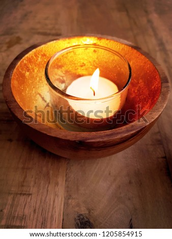 Solitary candle reflected in gold. On wooden table. Sereen look.  Stockfoto ©