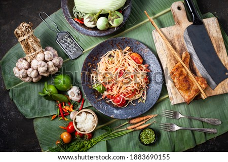 Som Tam Thai -Ingredients Papaya Salad Thai Food Style ,Thai Salad, 'Somtum' cuisine, Background, Lao, Southeast Asia, somtam, green papaya, sweet, salty, tangy, and spicy Thai Food Concept. Top View Stockfoto ©