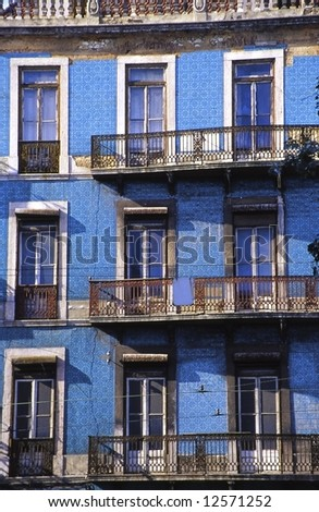 Some ancient façades are still covered with beautiful and very typical azulejos.