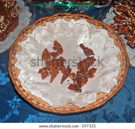 some chip of gateaux in a basket