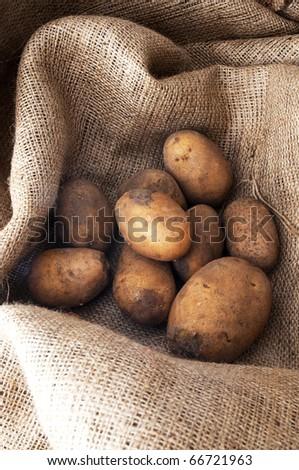 some potatoes on the sacking cloth 1