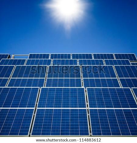 Sonnenschein auf Solarpanelen